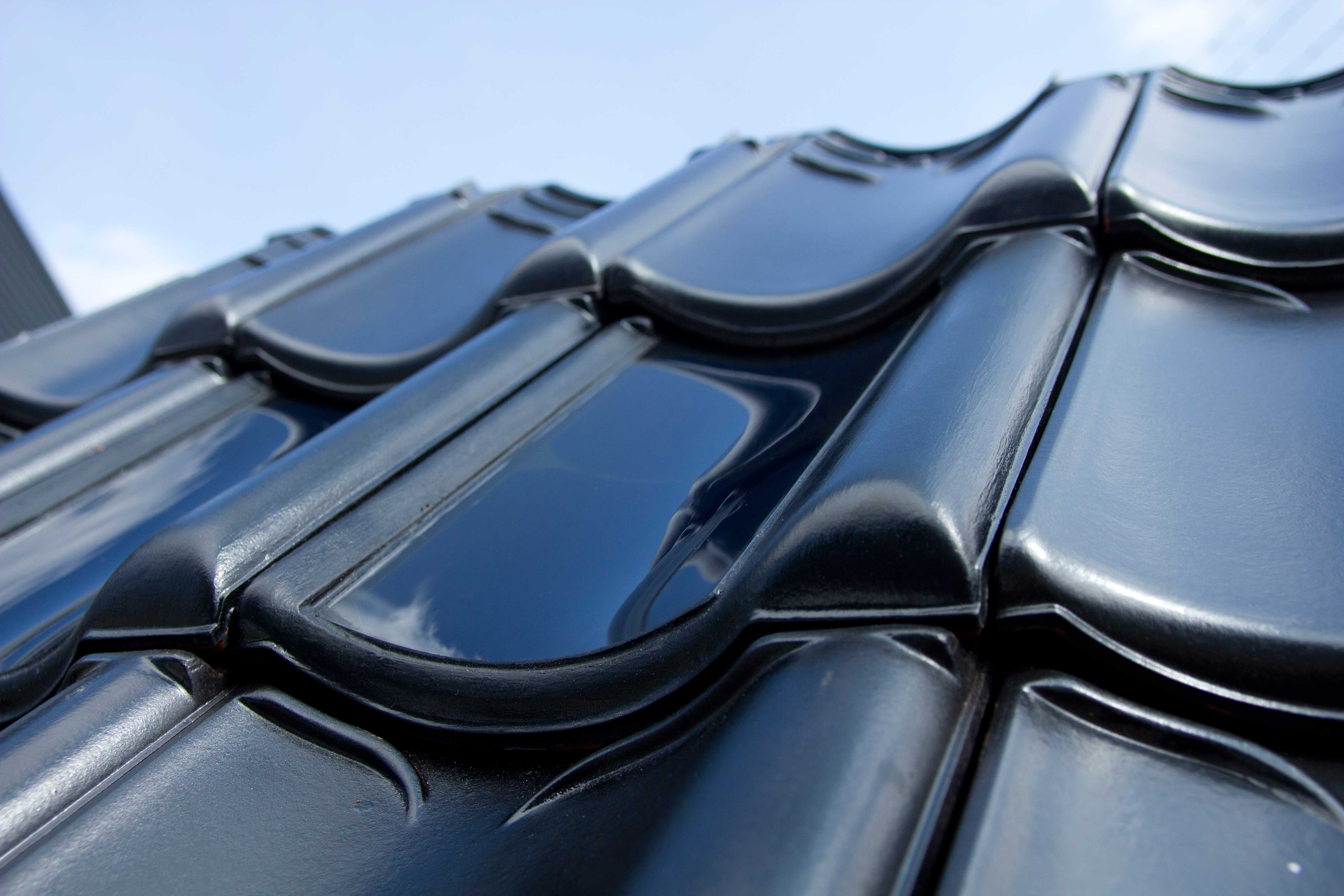 FlexSol solar roof tile with curved solar panels power house