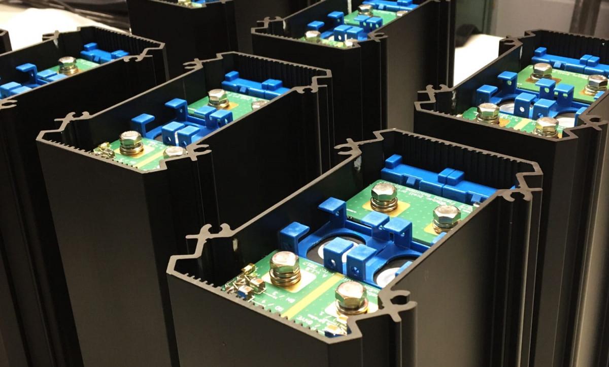 Soluxio solar light post lithium batteries